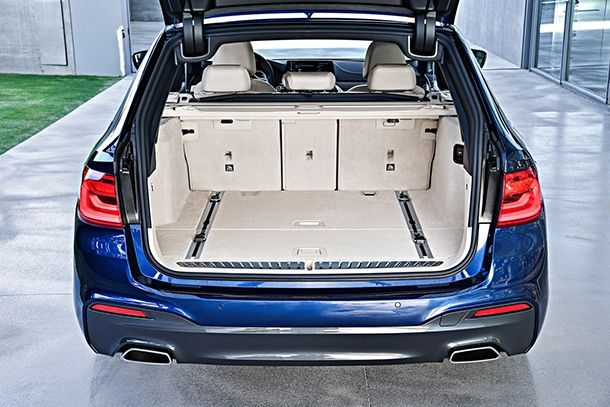 https://img.icarcdn.com/autospinn/body/2018-BMW-5-Series-Touring-53.jpg
