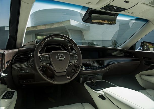 https://img.icarcdn.com/autospinn/body/2018-Lexus-LS-19.jpg