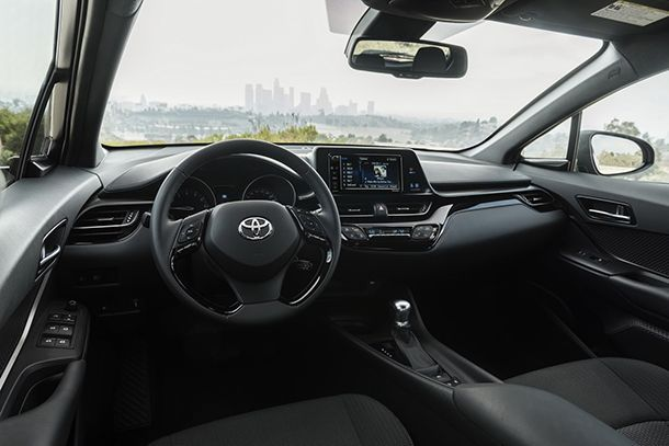 https://img.icarcdn.com/autospinn/body/2018-Toyota-C-HR-38.jpg