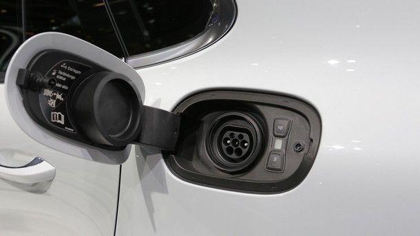 2018-porsche-panamera-turbo-s-e-hybrid (2)