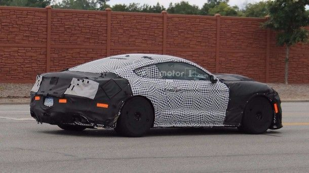 2019-mustang-shelby-gt350-spy-photo (4)