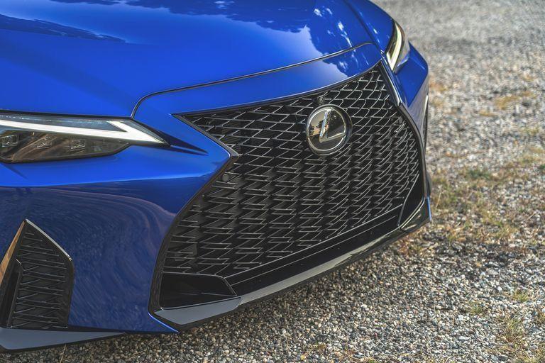 กระจังหน้าของ Lexus