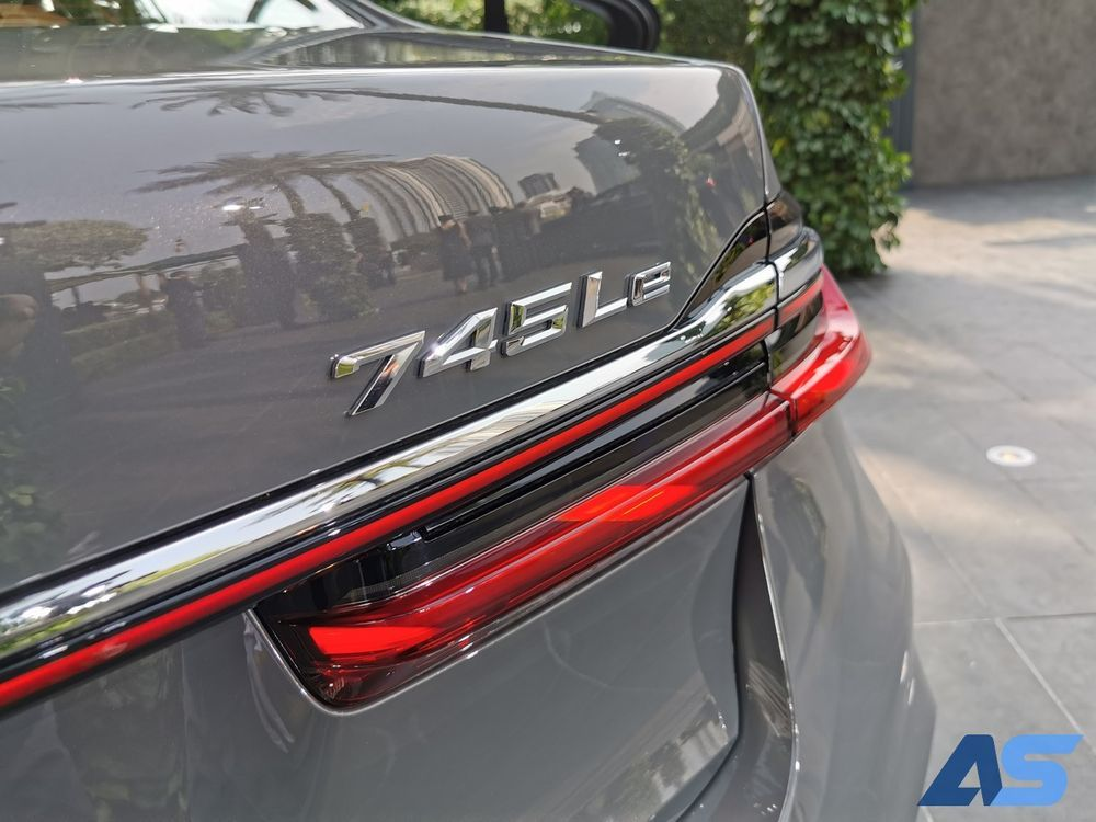 ไฟท้าย บีเอ็มดับเบิลยู 730Ld / 745Le xDrive M Sport