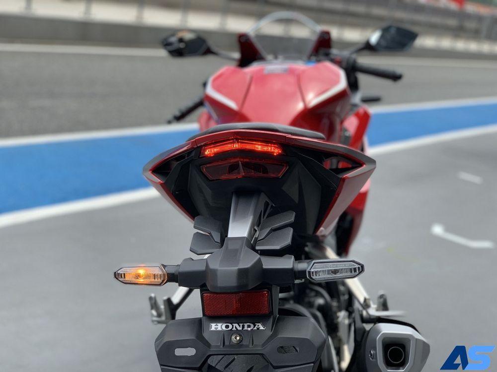 ไฟท้าย LED คู่ ดีไซน์เฉพาะ Honda CBR250RR