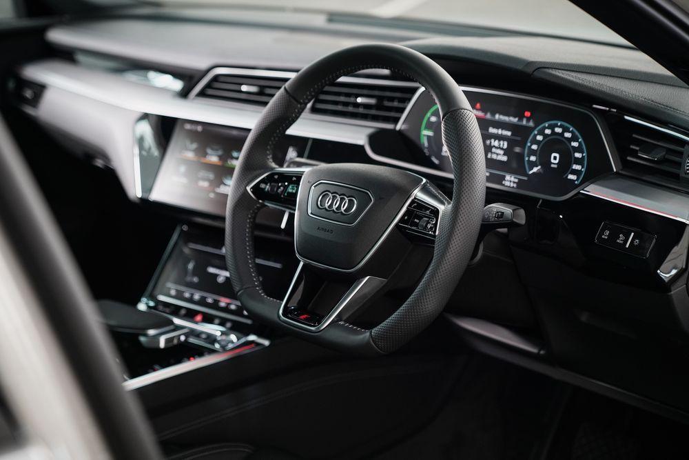 Audi etron Sportback 55 quattro S line มีให้เลือกทั้งหมด 6 สี