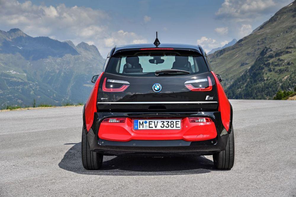 เปิดตัว BMW X3 M ใหม่ และ BMW X4 M ใหม่
