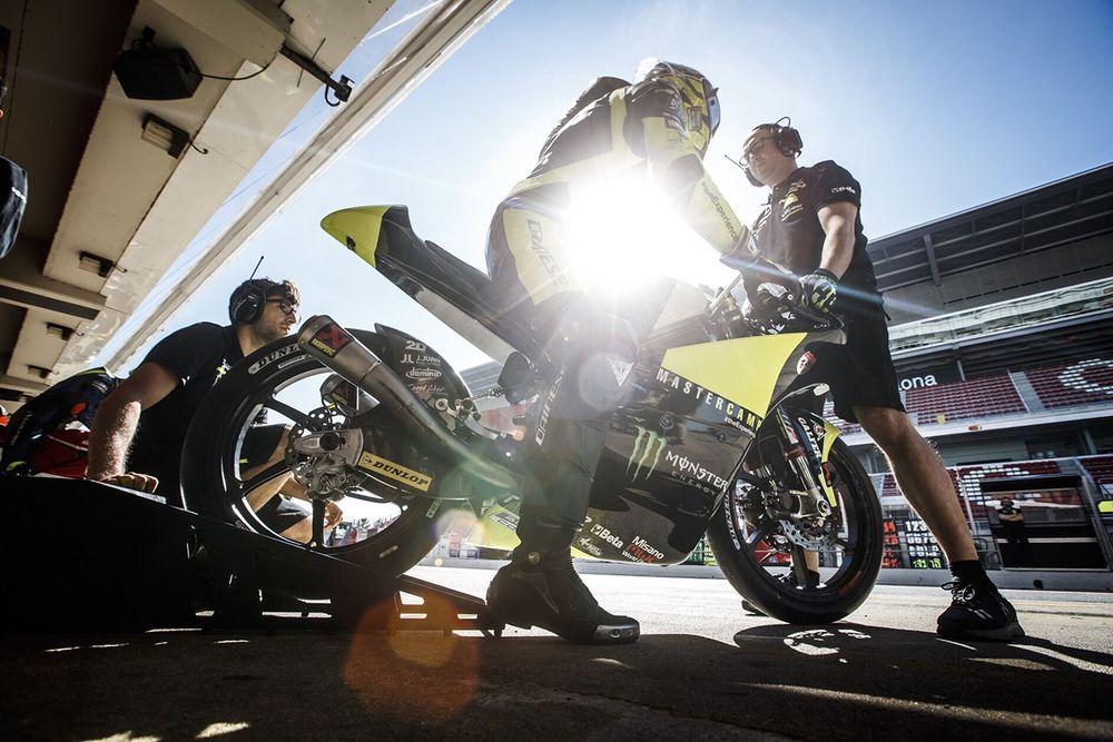 """""""แสตมป์"""" อภิวัฒน์ นักแข่งไทยคนแรก คว้าโพเดี้ยม Moto3 กลับถึงไทยแล้ว"""