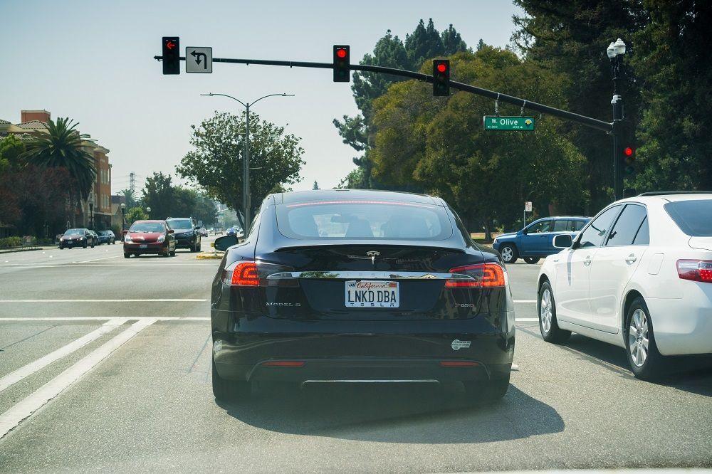 ประกันรถยนต์ ถนนสีขาว