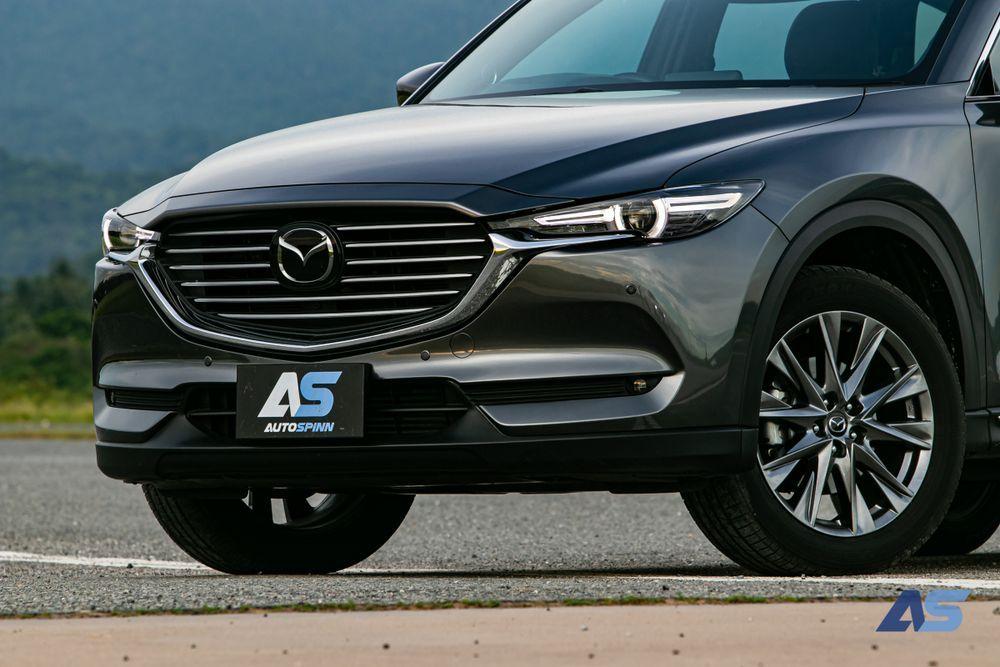 ด้านหน้า Mazda CX 8