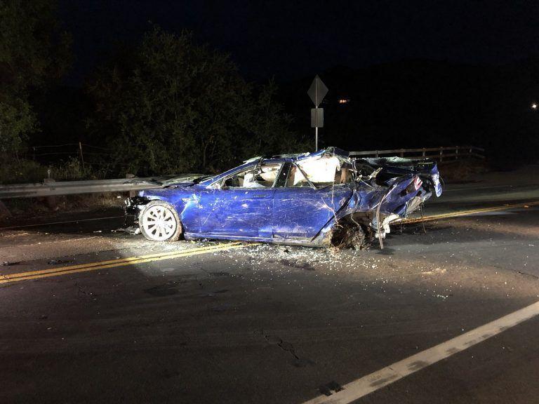 พบผู้เสียชีวิตจากการขับ Tesla Model S พุ่งลงบ่อน้ำริมถนน