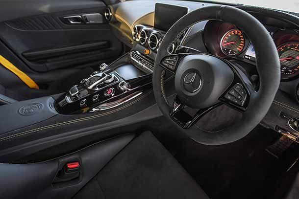 https://img.icarcdn.com/autospinn/body/4edf74c7-mercedes-amg-gt-r_interior-4.jpg