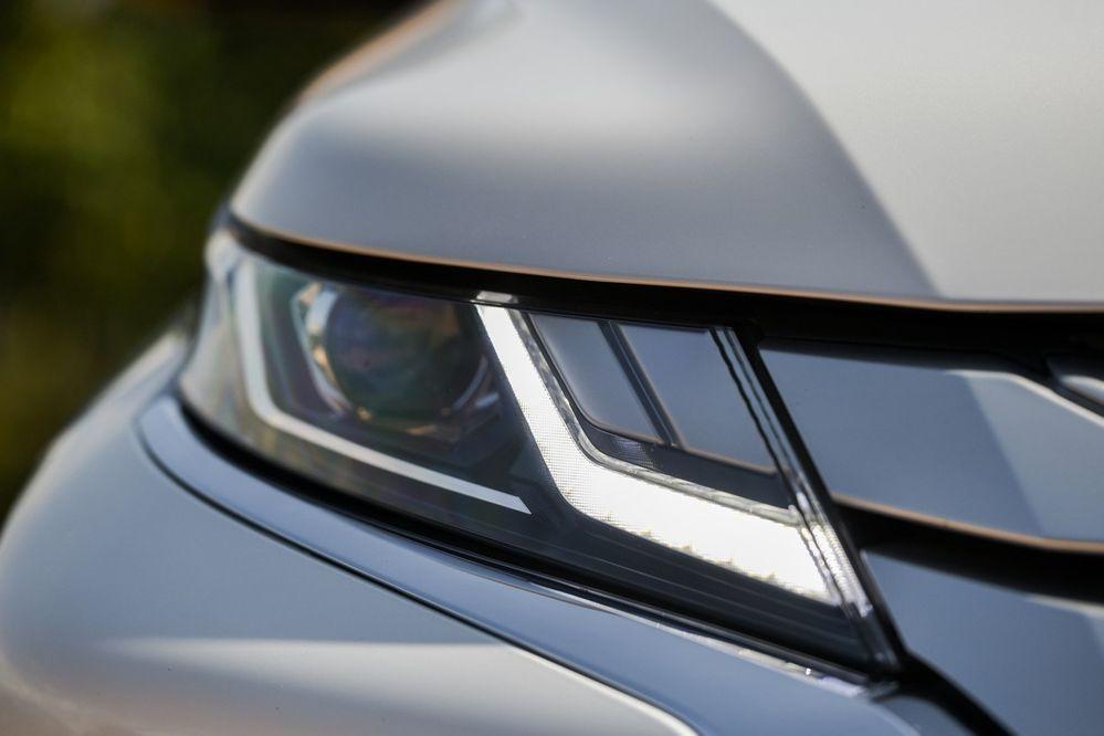 ไฟหน้า Mitsubishi Triton ใหม่