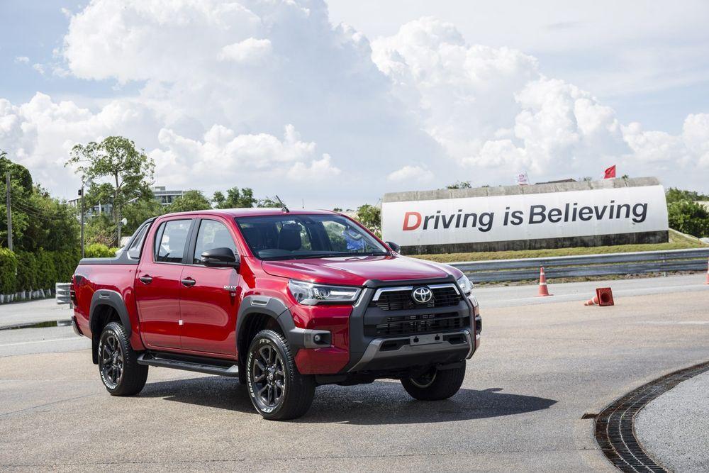 Toyota Hilux Revo Rocco 2020 - 2021 Test Drive