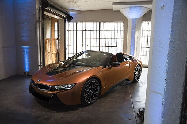 https://img.icarcdn.com/autospinn/body/89dbba35-2019-bmw-i8-roadster-coupe-6.jpg