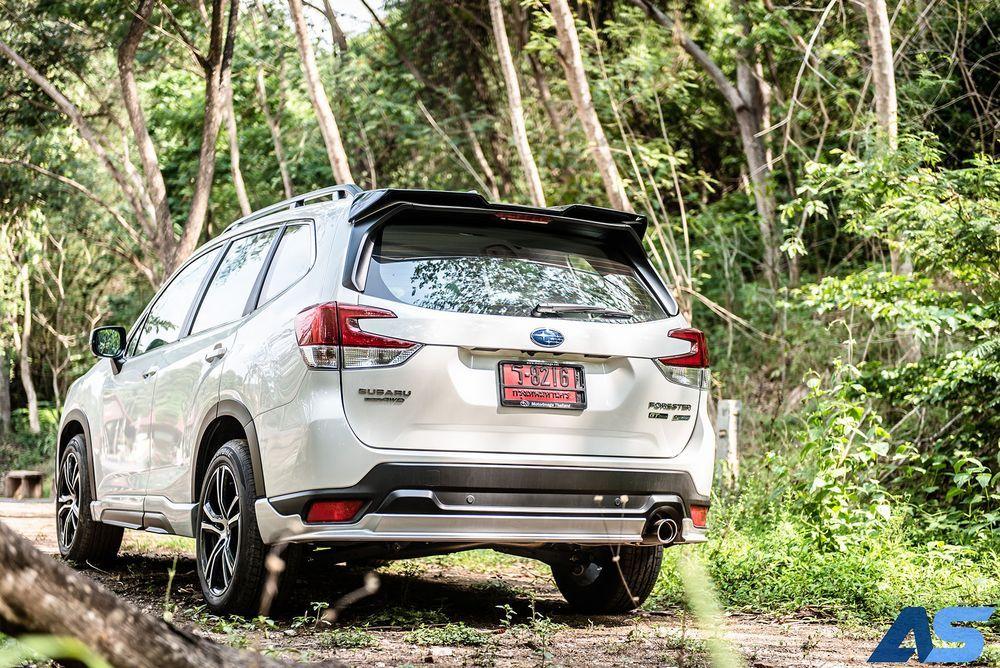 ด้านหลัง Subaru Forester GT