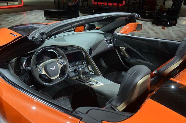 https://img.icarcdn.com/autospinn/body/93f32b5a-corvette-zr1-convertible-livepics-7.jpg