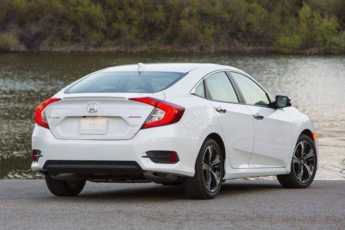 https://img.icarcdn.com/autospinn/body/All-new-Honda-Civic_USA-version-Rear1.jpg