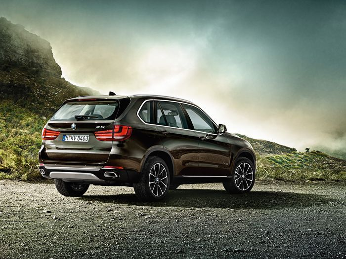 https://img.icarcdn.com/autospinn/body/BMW-X5_wallpaper_1600x1200-07.jpg