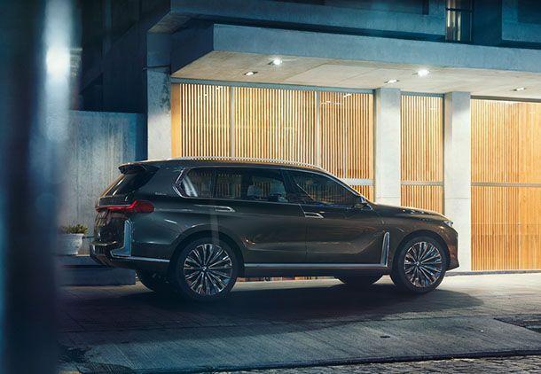 https://img.icarcdn.com/autospinn/body/BMW-X7-iPerformance-21.jpg