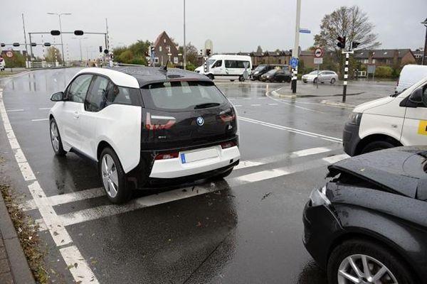 https://img.icarcdn.com/autospinn/body/BMW-i8-crashes-2.jpg