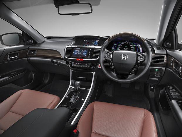 https://img.icarcdn.com/autospinn/body/Cockpit-HYBRID-TECH1.jpg