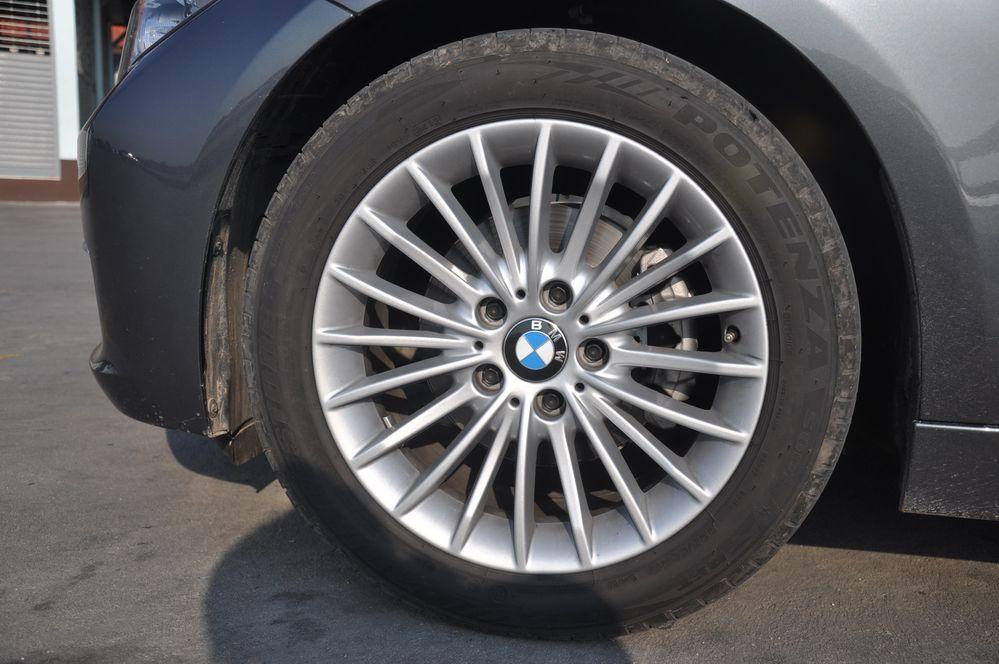 รีวิวรถยนต์นั่งคอมแพ็คหรู BMW 320i Luxury Line สมรรถนะแรง