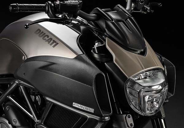 https://img.icarcdn.com/autospinn/body/Ducati-Diavel-2.jpg