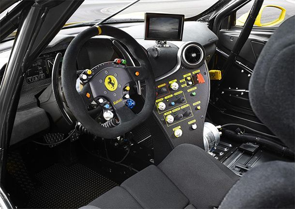 https://img.icarcdn.com/autospinn/body/Ferrari_488_Challenge_interno_1.jpg