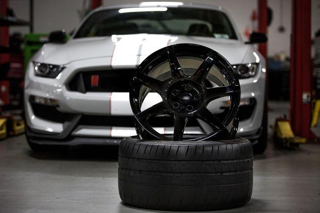 https://img.icarcdn.com/autospinn/body/Ford-builds-worlds-first-mass-produced-carbon-fiber1.jpg
