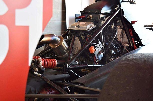 Griip-G1-Aprilia-RSV4-race-car-01