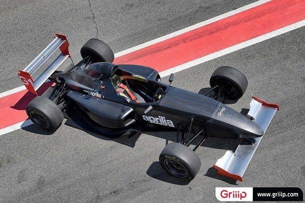 Griip-G1-Aprilia-RSV4-race-car-03