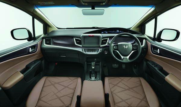 https://img.icarcdn.com/autospinn/body/Honda-Jade-RS-12-r.jpg