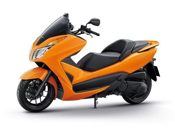 Honda-forza-Orang