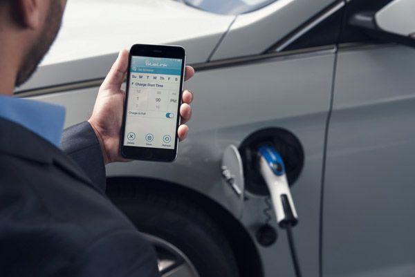 https://img.icarcdn.com/autospinn/body/Hyundai-BlueLink-App-5.jpg