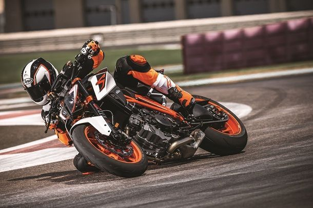 KTM 1290 SUPER DUKE R MY17_Action 04