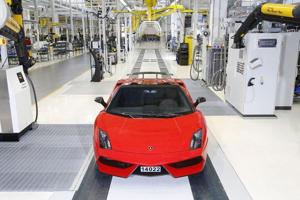 https://img.icarcdn.com/autospinn/body/Lamborghini-builds-their-last-Gallardo-2.jpg