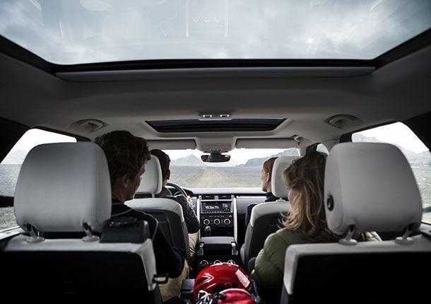 https://img.icarcdn.com/autospinn/body/Land-Rover-Discovery-SVX-18.jpg