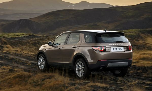 https://img.icarcdn.com/autospinn/body/Land-Rover-Discovery-Sport-5.jpg