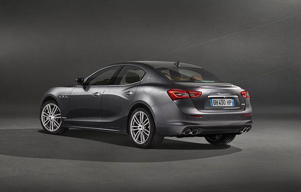 https://img.icarcdn.com/autospinn/body/Maserati-Ghibli-GranLusso-3.jpg