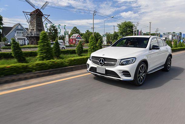 https://img.icarcdn.com/autospinn/body/Mercedes-AMG-GLC-43-4MATIC-Coupé_Running-1.jpg