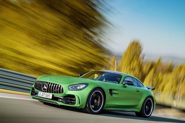 https://img.icarcdn.com/autospinn/body/Mercedes-AMG-GT-R-1.jpg
