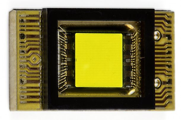 https://img.icarcdn.com/autospinn/body/Mercedes-smart-LED-1-e1476065657520-630x418.jpg