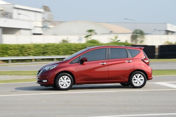 Nissan Note_ (1)