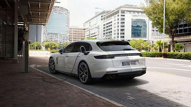 https://img.icarcdn.com/autospinn/body/Panamera-Sport-Turismo-3-1.jpg