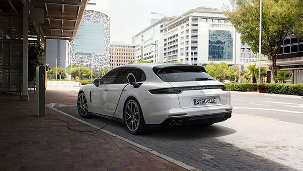 https://img.icarcdn.com/autospinn/body/Panamera-Sport-Turismo-3.jpg