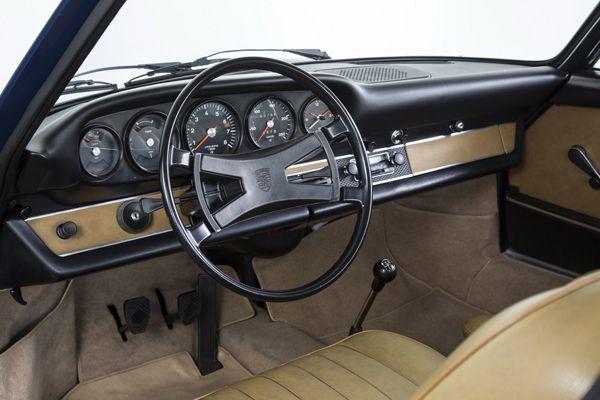 https://img.icarcdn.com/autospinn/body/Porsche-911-classic-dashboard-2.jpg