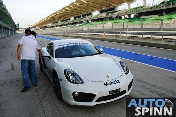 https://img.icarcdn.com/autospinn/body/Porsche-Driving-Experience_12_610.jpg