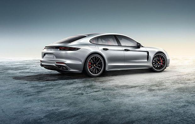 https://img.icarcdn.com/autospinn/body/Porsche-Panamera-Turbo-1.jpg