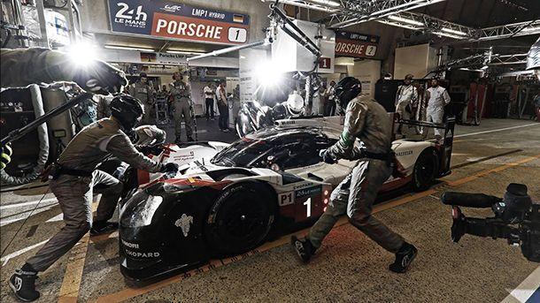 https://img.icarcdn.com/autospinn/body/Porsche-Wins-24-Hours-Of-Le-Mans-3.jpg