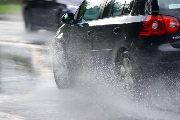 https://img.icarcdn.com/autospinn/body/Rain-drive-640x428.jpg